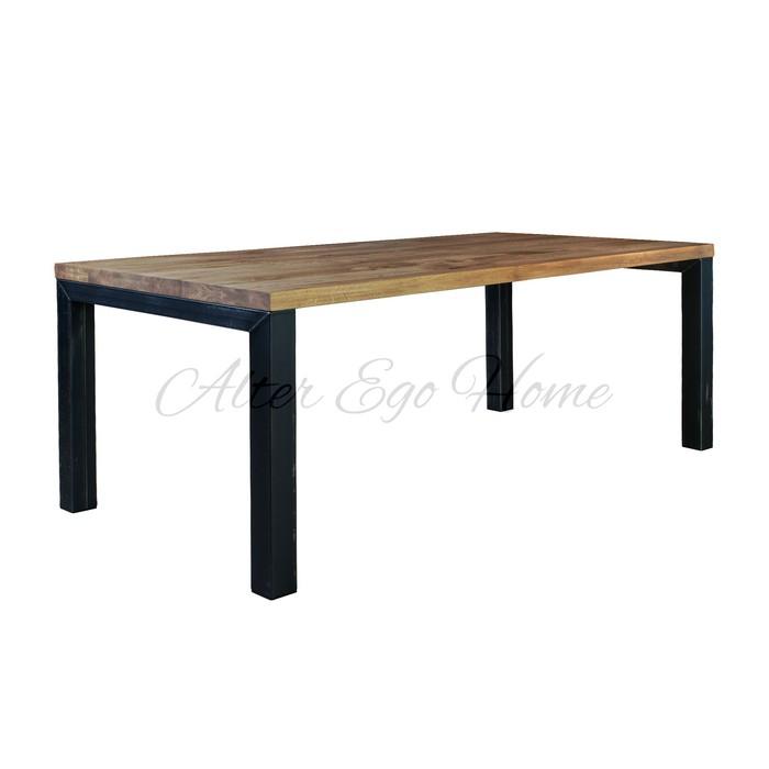 большой обеденный стол на металлических ножках